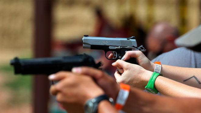 Brasileiros praticam tiro esportivo para combater a ansiedade